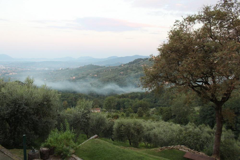 Zimmer mit Aussicht in der Toskana - solange ich keine Kurs-Videos hochladen musste, war alles schön :-)