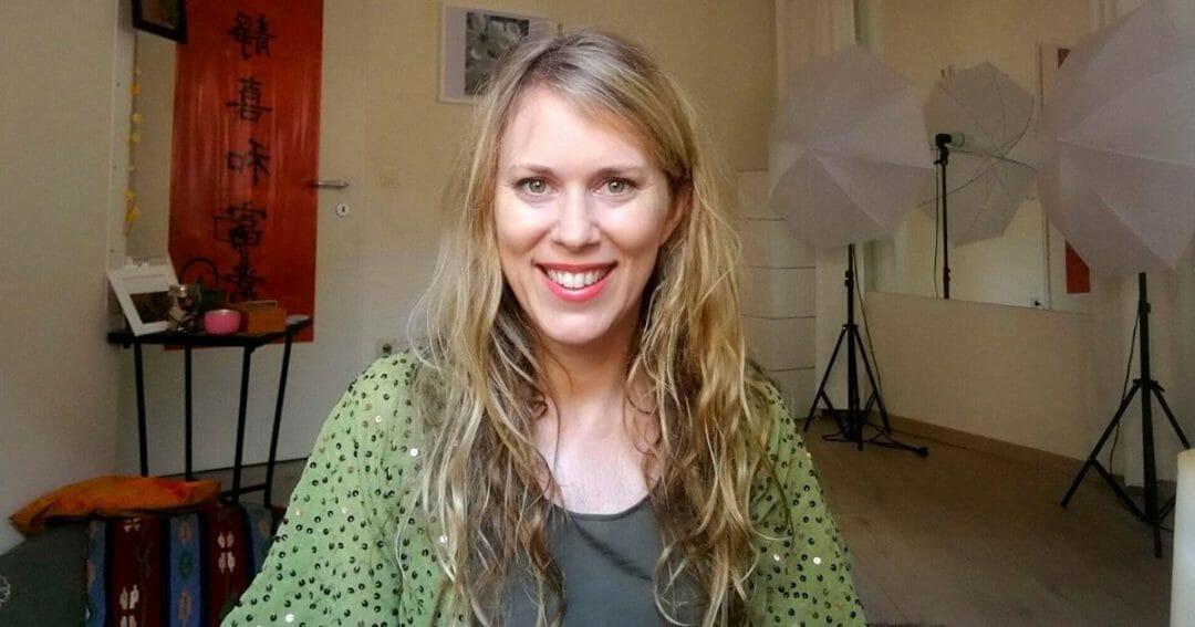 54: Qigong-Ausbilderin Angela Cooper: ausgebuchte Online Qigong-Seminare und bei Google auf Platz 1
